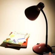 Đèn bàn LED bảo vệ mắt - chống cận Magiclight GLM1715 (Hồng)