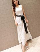 Đầm maxi ren nổi màu trắng kèm dây cột nơ-B7151