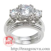Nhẫn cưới gắn kim cương