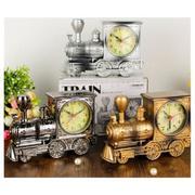 Đồng hồ báo thức để bàn kiểu dáng xe lửa