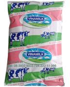 Sữa tươi tiệt trùng hương dâu hiệu Vinamilk -  Bịch 220ml - Thùng 48 bịch