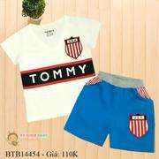 Bộ thun thêu đắp logo in chữ TOMMY quần kaki co giãn dễ thương cho bé trai 1 - 8 Tuổi BTB14454