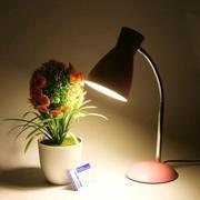 Đèn bàn LED bảo vệ mắt - chống cận Magiclight GLM1913 (Hồng)